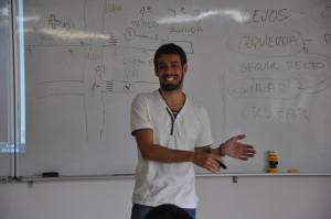 ?講師のオクタビオさんは、スペインのカナリア諸島の出身。とっても陽気で周りの人をみんな笑顔にしてしまう魅力的な人です。